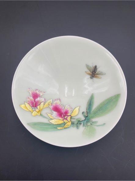 蔡永志-粉彩香蘭茶盞